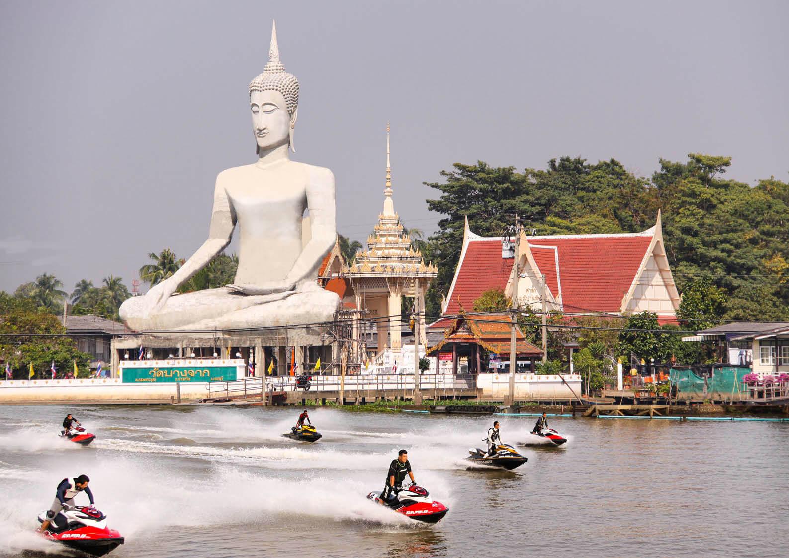 水上バイク(ジェットスキー)で旅をする タイ国の首都バンコクを流れる、チャオプラヤー川を走った日